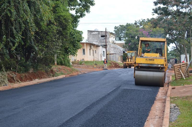 Avanzan los trabajos de asfaltado en distintos barrios